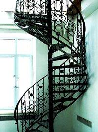 Винтовая лестница в коттедж